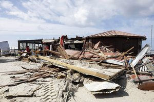 Vista de un restaurante destruido en Praia da VieiraPlaya Vieiradespues del paso de la tormenta Leslie en Praia da VieiraMarinha GrandePortugal central.Segun los informeslos vientos alcanzaron hasta 176 kmh despues de la tormentaEPAPAULO CUNHA