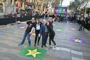 Actores catalanes celebran la inauguración de La Rambla de les Arts.
