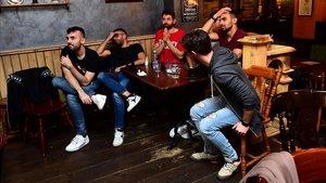 Aficionados de la Juventus, viendo el Nápoles-Juventus en un bar, el pasado 17 de junio