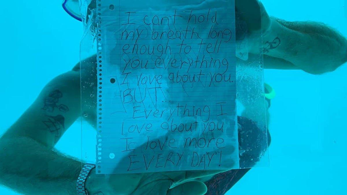 Un jove mor ofegat al demanar-li matrimoni a la seva nòvia sota l'aigua