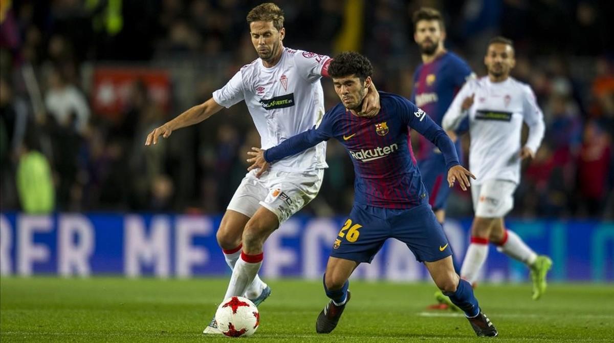 Aleñápugna con David Sánchez en el partido copero entre el Barça y el Murcia.