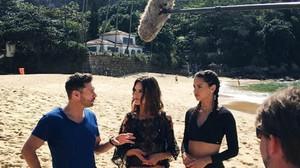 Alessandra Ambrosio y Adriana Lima,en una playa de Río.