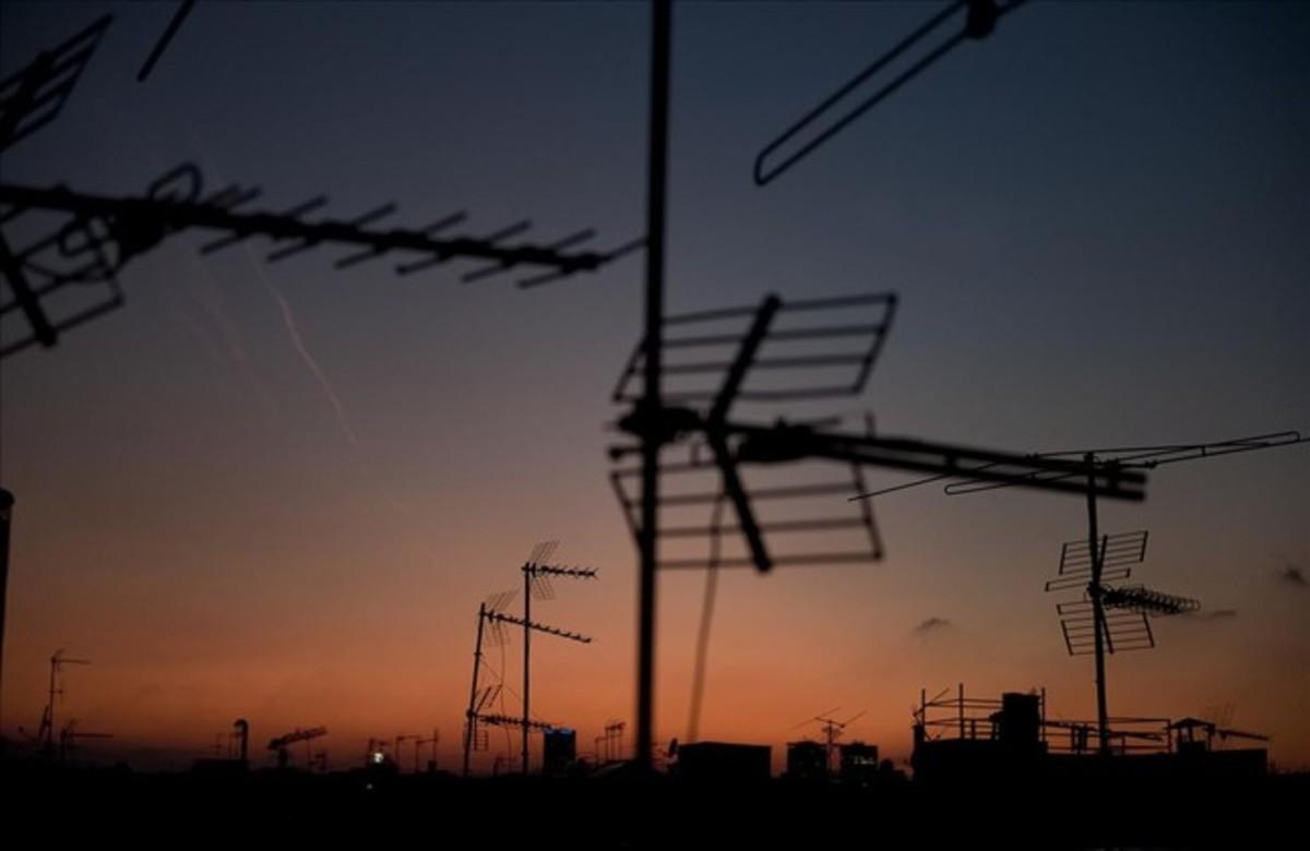 Antenas en una ciudad.