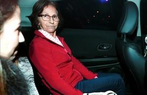Aparecida Schunck, la suegra de Bernie Ecclestone, abandona la comisaria tras ser liberada.