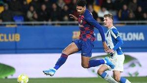 L'Espanyol denuncia càntics ofensius en el derbi de filials i el Barça els investiga