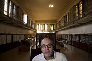 El arqueólogo, naturalista, explorador y profesor universitario Jordi Serrallonga, en el Museu Martorell, al que iba a menudo siendo adolescente.
