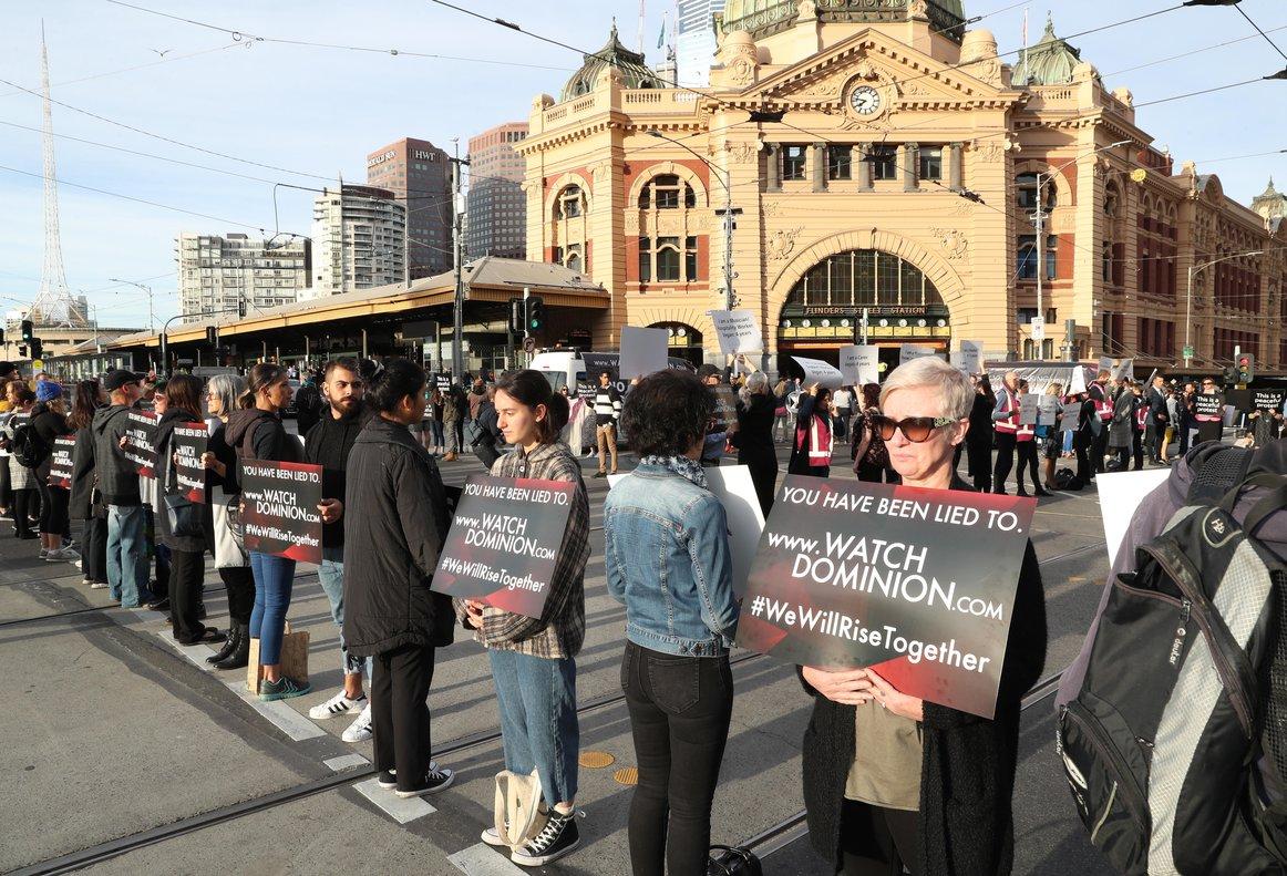 Manifestantes exigen el respeto al derecho de los animales en Australia. EFE