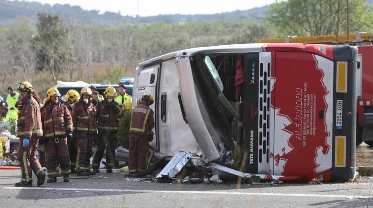 Autocar accidentado en Freginals, en marzo del 2016.