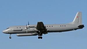 Un avión militar ruso desaparece tras un ataque de cazas israelíes en Siria.