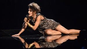 La madrileña Barei, tras su dramática caída (que era parte de la coreografía), en su actuación en el Festival de Eurovisión.