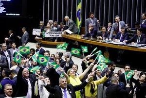 Diputados de Brasil al aprobar el marco legal de la reforma de las pensiones. EFE