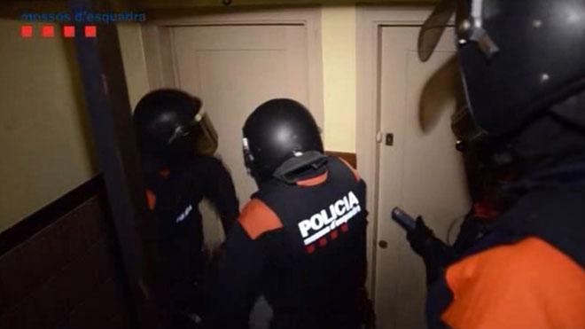Cae una banda que robaba en pisos en la provincia de Girona.