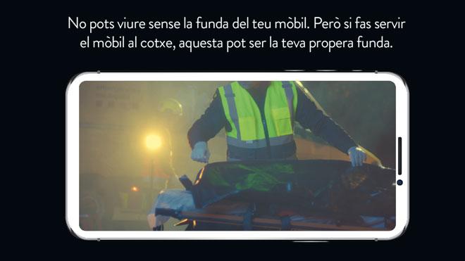 Campaña de Trànsit 'Quan condueixis, aparca el mòbil'.