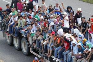 Miles de centroamericanos -en su mayoría hondureños y salvadoreños- llegaron a México pára querer cruzar hacia Estados Unidos.