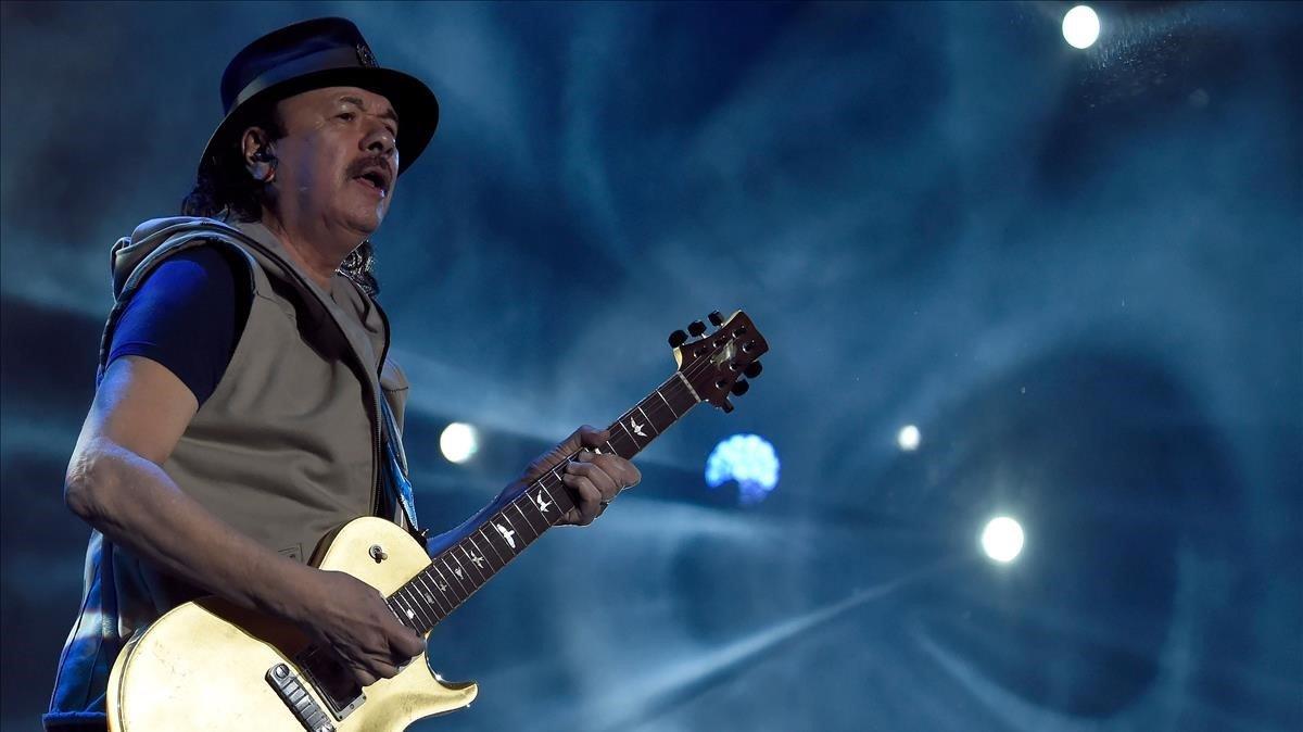 El guitarrista mexicano Carlos Santana.
