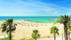 La Costa Daurada recibe su nombre del tono dorado que el reflejo del sol da a la arena de sus playas configurando un paisaje único