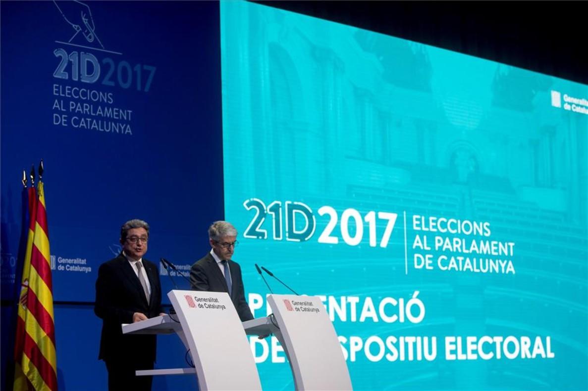 El delegado del Gobierno en Catalunya, Enric Millo, y el secretario general técnico del Ministerio del Interior, Juan Antonio Puigserver.