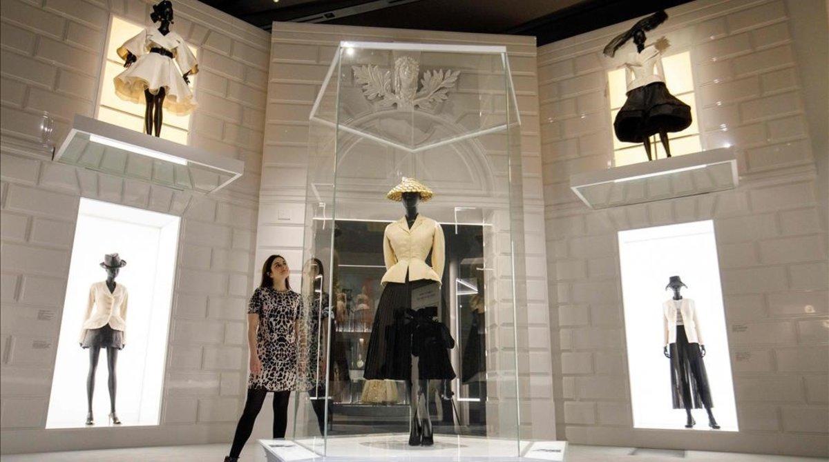 Diseños de Christian Dior, en el Victoria&Albert Museum.