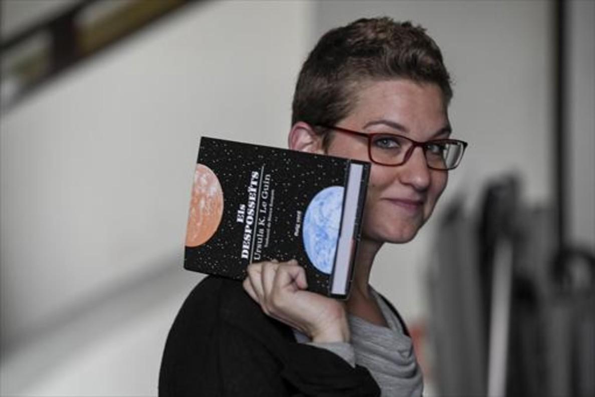 Laura Huerga, editora de Raig Verd, muestra su apuesta para este Sant Jordi:'Els desposseïts', de Úrsula K. Le Guin.