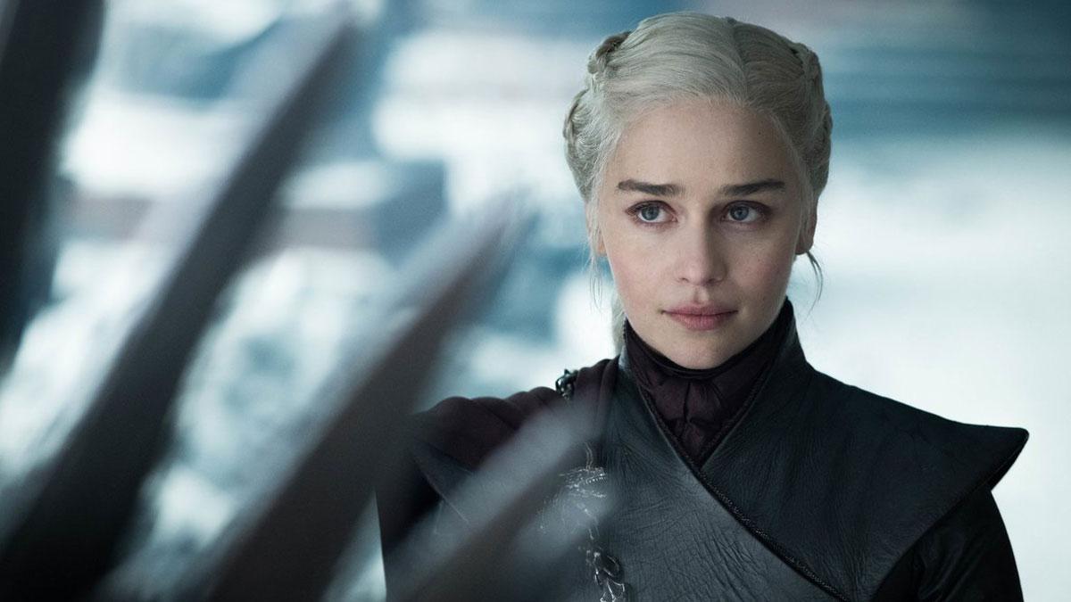 Emilia Clarke denuncia que la presionaron para rodar escenas desnuda.
