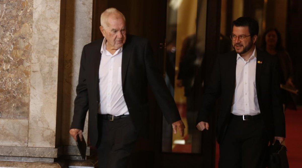 Ernest Maragall y Pere Aragonés, en el Parlament.