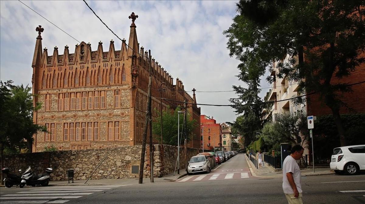 Una imagen de la calle de Ganduxer, con el colegio de las Teresianas de Gaudí.