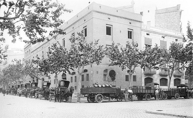 La fábrica de la ronda de Sant Antoni ha cambiado de uso pero no tanto de aspecto.