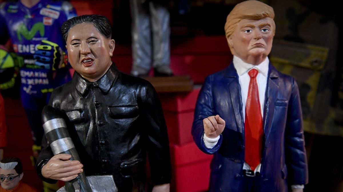 Figuras de terracota de Trump y Kim Jong-un, una feria de belenes de Nápoles.