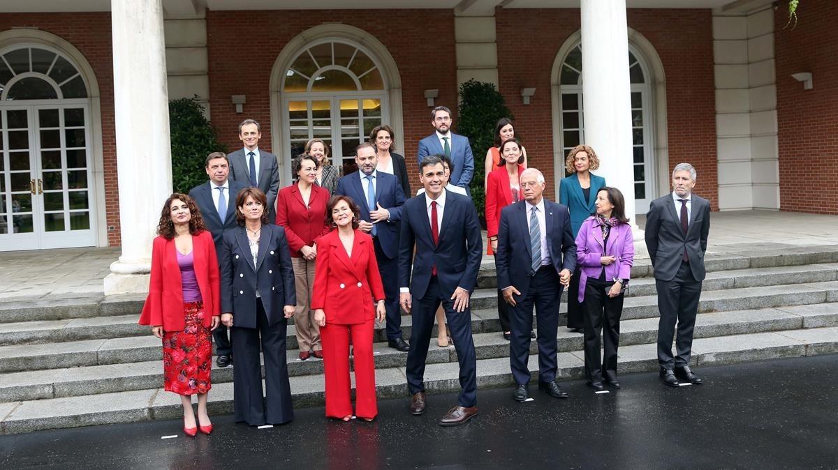 Foto de familia de los ministros del Gobierno de Pedro Sánchez.