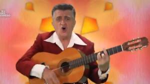El Gran Wyoming, en el videoclip de 'Amigos para siempre' sobre Catalunya y España.