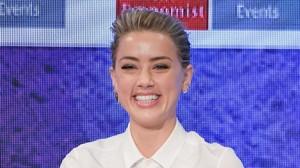 Amber Heard reapareció en un acto público el pasado 23 de marzo, organizado por la revista The Economist, momento que aprovechó para hablar de su bisexualidad.