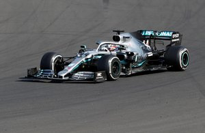 Formula One F1 - Hungarian Grand Prix - Hungaroring, Budapest, Hungary - August 4, 2019 Mercedes' Lewis Hamilton in action during the race REUTERS/Bernadett Szabo