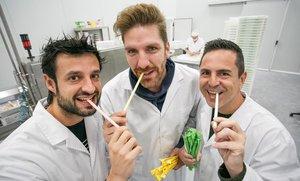 Enric Juviña, Víctor Manuel Sanchez yJavier Hernandez, socios de Sorbos, en las instalaciones de la empresa.
