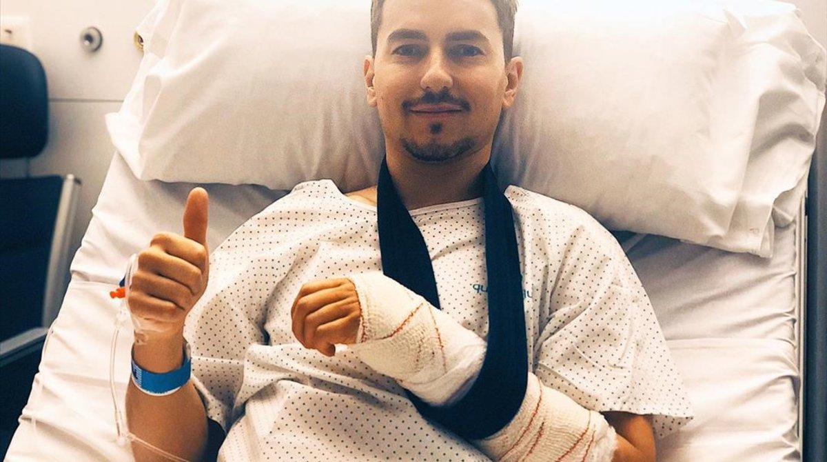Jorge Lorenzo acaba de publicar esta imagen tras su operación en Barcelona.