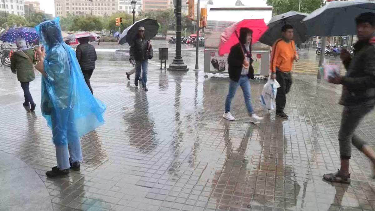 Jornada otoñal de lluvias en la primavera de Barcelona.
