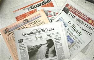 Bodegón de diarios internacionales.
