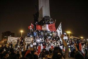 Multitudinaria protesta en Lima contra el presidente Manuel Merino.