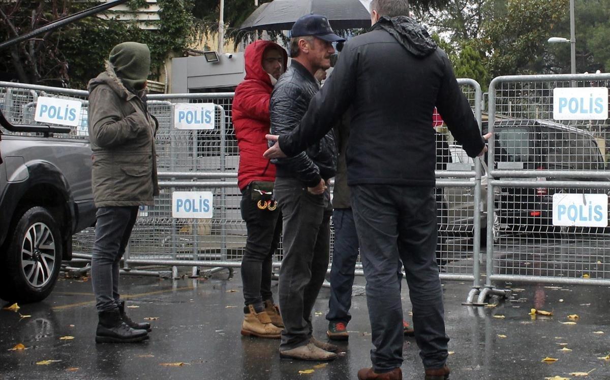 Sean Penn, grabando en las calles de Estambul.