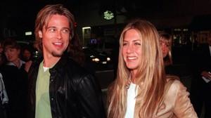 Una imagen de archivo de Jennifer Aniston y Brad Pitt, en marzo del 2000, en Los Ángeles.