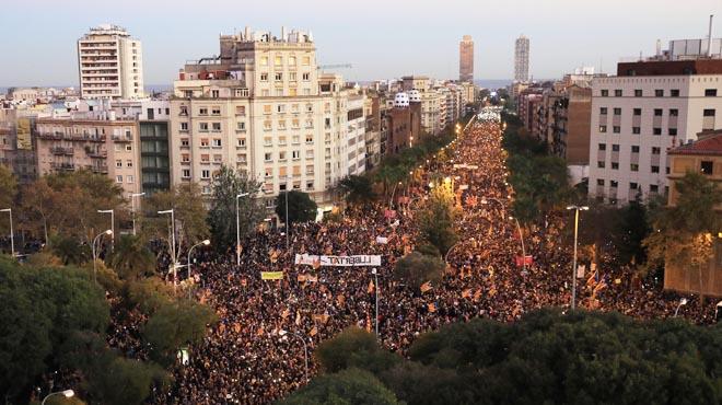 La manifestació independentista ha ocupat el carrer de Marina amb més de 750.000assistents, que van demanar la llibertat dels presos.