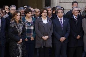 La alcaldesa Ada Colau, durante el minuto de silencio por el asesinato de la doctora Bertran.