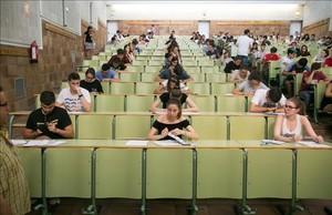 Examen de selectividad el pasado mes de junio en una facultad de la Universidad de Zaragoza.