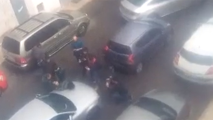 El momento de la detención de la pareja del padre de Gabriel Cruz en Vícar (Almería).