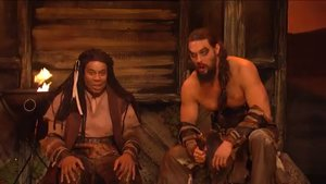 El actor Jason Momoa (derecha), en el sketch de Saturday Night Live.