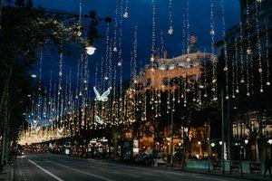 El edificio de la Diagonal acoge hoy una jornada navideña.