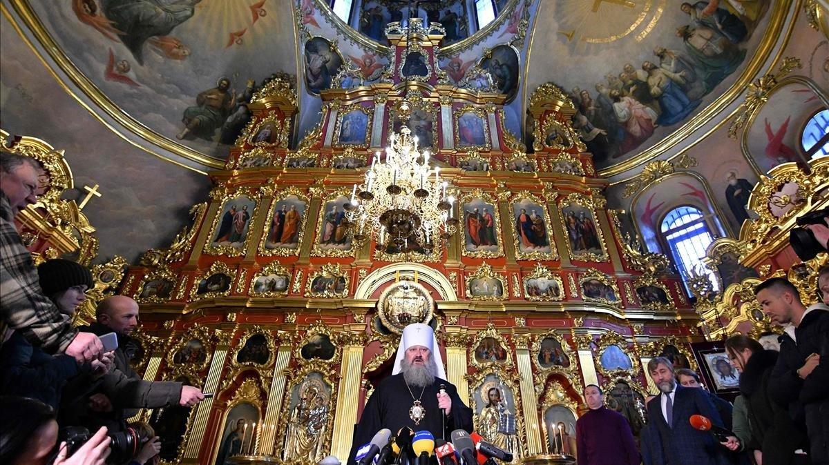 El Padre Superior de la Iglesia Ortodoxa ucraniana proMoscúen el Monasterio de las Cuevas de Kiev.