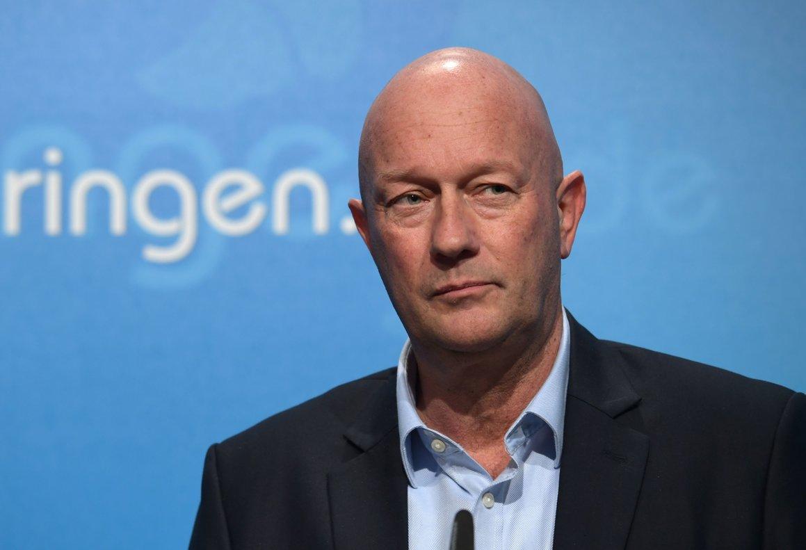 El primer ministro de Turingia, Thomas Kemmerich, durante la rueda de prensa en la que ha anunciado su dimisión.