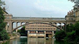 Puente Pont Hardi, construido sobre el el río Marne de la localidad francesa de Noisiel.