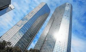 Deutsche Bank gana un 82,6% menos hasta junio y sugiere más ajustes