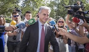 Ricardo Costa, a su llegada a los juzgados de València para declarar comotestigo en el 'caso Imelsa'.